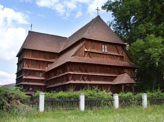 Evanjelický (artikulárny) kostol so zvonicou v Hronseku