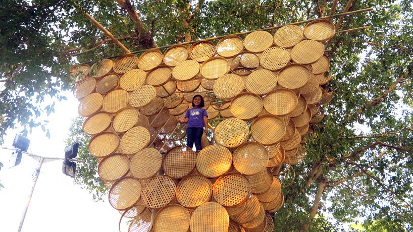 Stromodom utkaný z bambusu (1)