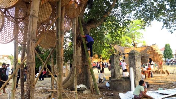Stromodom utkaný z bambusu (2)
