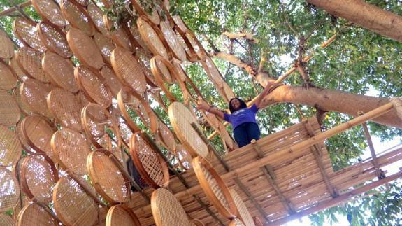Stromodom utkaný z bambusu (7)